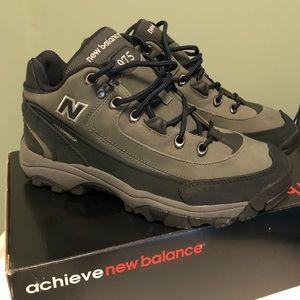 NEW - New Balance Men's 975 Walking Shoes-size 7.5